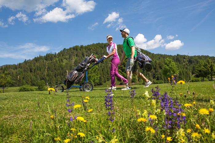 Golf spielen am 9-Loch Golfplatz in Wallgau