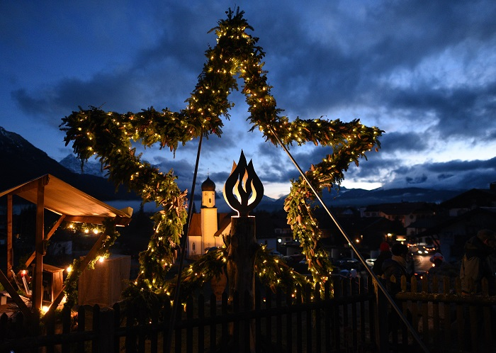 Evening atmosphere at the Advent Market of the Senses in Wallgau